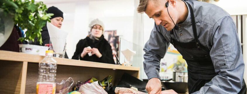 avaturg-joel-ostrat-kokk-tartu-turg-toit-toitumine-turg-turuhoone